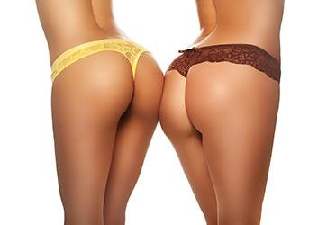 Zwei Girls mit schönem Hintern
